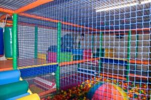 Le New Funny Jungle est une plaine de jeux intérieure de 900 m² décorée sur le thème de la jungle